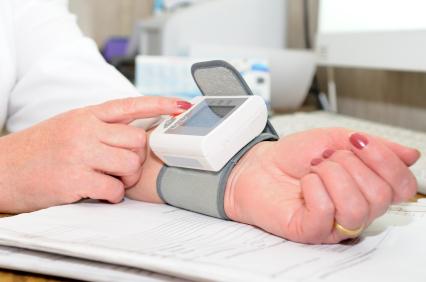 Blutdruckmessgerät am Handgelenk